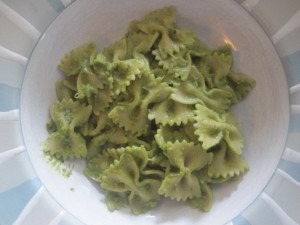 Bowtie pasta with creamy avocado sauce
